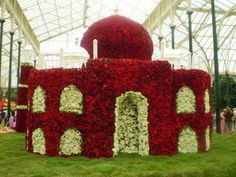 Farming & Agriculture: Creative Horticulture and Decoration (Pictures) Flower Petals, Flower Art, Sand Sculptures, Decorating With Pictures, Decoration Pictures, Outdoor Art, World Of Color, Horticulture, Garden Art