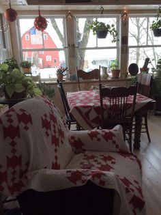 Red and white antique quilts adorn this sweet farmhouse Decorating Your Home, Diy Home Decor, Cottage Decorating, Decorating Ideas, Decor Ideas, Cottage Design, Room Ideas, Primitive Homes, Primitive Decor