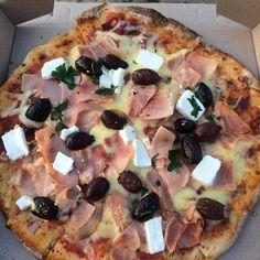 Pizza for dinner at Little Oneroa Bay. #paradise #waihekeisland