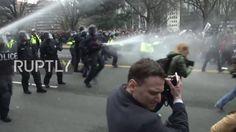 USA: Riot police use pepper spray as anti-Trump protest turns violent
