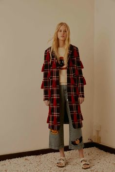See the complete Au Jour Le Jour Pre-Fall 2016 collection.