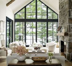 Cozy Lake House Living Room Decor Ideas (21)