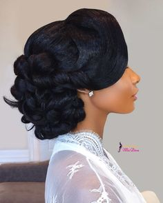Hello Natural brides 👋🏿 Let's get into her look! Just Gorgeous 😻😻 Hair… Black Braided Hairstyles Updos, Black Brides Hairstyles, Black Bridesmaids Hairstyles, Wedding Hairstyles For Girls, Veil Hairstyles, Natural Hair Bun Styles, Medium Hair Styles, Curly Hair Styles, Natural Hair Brides