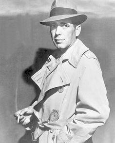Humphrey_Bogart  Aparece la GABARDINA, la creó Burberry. Impermeabilizaban los hilos antes de coserla