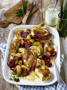 Unser beliebtes Rezept für Maispoulardenbrust mit Zitronenkartoffeln und mehr als 55.000 weitere kostenlose Rezepte auf LECKER.de.