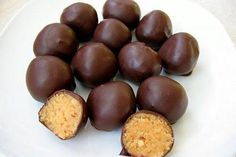 Marzipankugeln LowCarb Ohne Getreide – ohne Gluten – ohne Zucker – laktose… Marzipan balls LowCarb Without cereals – without gluten – without sugar – lactose free – Low carb Paleo Dessert, Healthy Desserts, Low Carb Deserts, Low Carb Sweets, Low Carb Keto, Low Carb Recipes, Protein Recipes, Law Carb, Vegan Candies
