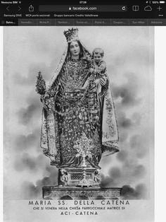 Siamo ad Aci Catena, paese della SS. Madonna della Catena