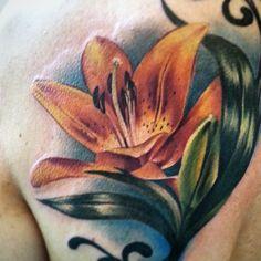 #lily #floraltattoo  #flowertattoo #flowers #tattooartist #tattoos #ink #colortattoos #realistictattoos #fun #colore #cheyenneetattooequipment #fusionink