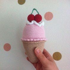 Ice cream rattle , rammelaar ijsje made  by Annemarie Evers/ mani di Anne ( crochet amigurumi baby gift newborn)