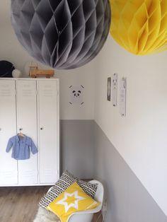 Babykamer grijs wit geel. Baby room grey white yellow. #kidsroom #babyroom #interior