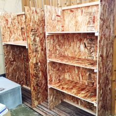 And.Iさんの、OSB合板,男前,DIY,棚,のお部屋写真 Osb Wood, Barn Wood, Oriented Strand Board, Modern Rustic Homes, Storage Design, Wood Projects, Diy Furniture, Diy And Crafts, Bookcase