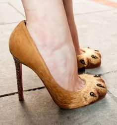 Future Halloween DIY i'm going to do it! lioness for halloween here i come. Halloween Kostüm, Holidays Halloween, Halloween Costumes, Halloween Shoes, Halloween Carnival, Fox Costume, Cat Costumes, Werewolf Costume, Crazy Shoes