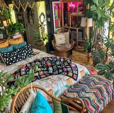 What is Bohemian hippie decor: From antique goods to botanical print textures, conventional style in some cases gets negative criticism as fusty and obsolete. Hippy Room, Chill Room, Indie Room, Pretty Room, Room Ideas Bedroom, Bedroom Inspo, Aesthetic Room Decor, Dream Rooms, Cool Rooms