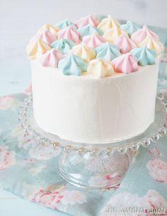 The Sweetest Taste: Lemon cake and Italian meringue buttercream (and lemon meringues). Gorgeous and so simple! Pretty Cakes, Cute Cakes, Beautiful Cakes, Amazing Cakes, Kitkat Torte, Cake Cookies, Cupcake Cakes, Pastel Cakes, Drip Cakes
