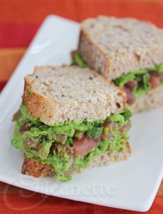 Fresh Tuna Spinach Avocado Sandwich {Foods that prevent Alzheimer's Disease} © Jeanette's Healthy Living #foodasmedicine