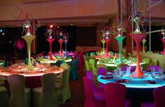 neon table decorations | Neon Decor Neon Colors set table – Blog da Ana CE