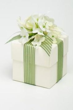 Spring gift wrapping by caroline.c