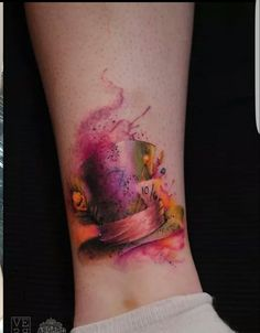 What does mad hatter tattoo mean? We have mad hatter tattoo ideas, designs, symbolism and we explain the meaning behind the tattoo. Finger Tattoos, Body Art Tattoos, New Tattoos, Sleeve Tattoos, Tattoo Ink, Mad Hatter Tattoo, Watercolour Tattoos, Disney Watercolor Tattoo, Tattoo Disney