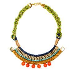 Maxi colar de cordas coloridas com corrente de strass
