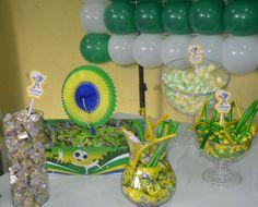 Mamães, mais fotos dessa festa infantil verde-amarela/Copa do Mundo em: http://mamaepratica.com.br/2014/06/12/mamae-em-festa-verde-e-amarelo/ Foto: blog Mamãe Prática Brazilian children's party