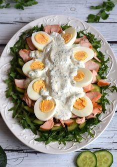 Green salad with egg and salmon - Flavors on the plate Keto Diet Book, Vegan Keto Diet, Soup Recipes, Salad Recipes, Easy Hamburger Soup, Ground Beef And Potatoes, Avocado Tuna Salad, Nutritious Breakfast, Food Videos