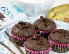 Har du lyst på muffins, men har samtidig et ønske om å tilføre kroppen din meningsfull næring? Da burde du prøve disse kjempegode, saftige og næringsrike sjokolade-bananmuffinsene. Clean Eating Recipes, Nom Nom, Cupcakes, Muffins, Snacks, Baking, Breakfast, Desserts, Food