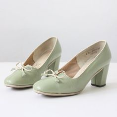 Vintage 1950's mint green leather pumps with a rounded toe, high heel, and white streamline piping.