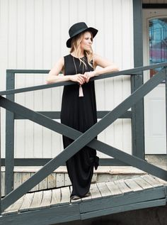 love this black maxi + hat combo!