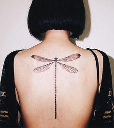 Tatuagens Femininas nas Costas Libélula - www.vaidosas.com.br