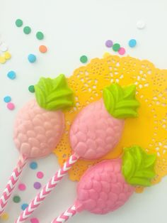 Pineapple chocolate lollipops ~ party favours ~ chocolates ~ pink chocolate ~ birthday by Confettiandsprinkle on Etsy https://www.etsy.com/uk/listing/527433860/pineapple-chocolate-lollipops-party