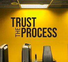 Office Wall Design, Modern Office Design, Gym Design, Design Ideas, Office Wall Graphics, Office Wall Decals, Office Walls, Clinic Interior Design, Gym Interior