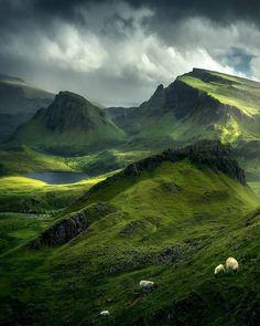 "@isle.of.skye.scotland on Instagram: ""Photo : @watschinger_lukas Site : 🏴 isle of skye"" Highlands Scotland, Scottish Highlands, Scotland Travel, Scotland Castles, Scotland Nature, Ireland Travel, Places To Travel, Places To See, Landscape Photography"