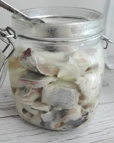 Swojskie jedzonko: Tradycyjny śledź w oleju z cebulką Witches Cauldron, Seafood Salad, Party Buffet, Polish Recipes, Dinner Tonight, Cooking Time, Seafood Recipes, Catering, Mason Jars