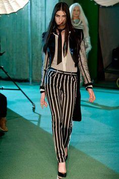 Hogy tetszik a Jean Paul Gaultier csíkos nadrágja?  #fashionfave #fashion #outfit #jeanpaulgaultier #stripes #trousers #fashionweek