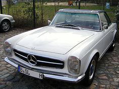 The Mercedes-Benz 230SL (W113) celebrated at the Geneva Motor Show in March 1963 as its Premiere. The curved because of its optionally available concave hardtop in the press called Mercedes Pagoda car was 230 SL (1963-1967), 250 SL (1967), 280 SL (1968-1971) built in a total of 48,912 copies. It was conceived as a two-seater convertible with sliding cover with manual or automatic transmission. It was also (surcharge) with hard top and with 4 seats offered as a coupe. @bayernernst-Flicker