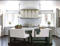 I love the seating in this kitchen. #kitchens