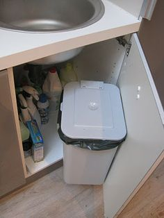 Cute Way To Hide The Bathroom Garbage Can Primitive Bathroom - Bathroom garbage can with lid for bathroom decor ideas