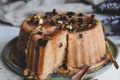 Σιμιγδαλένιος Χαλβάς με Μέλι και Γιαούρτι | FunkyCook.gr Pie, Desserts, Food, Torte, Tailgate Desserts, Cake, Deserts, Fruit Cakes, Essen