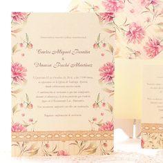 Invitación de boda romántica y delicada con acuarela de flores en tonos rosas y lencería. Baviera www.azulsahara.com