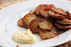 Aardappelschijfjes met spek en ui