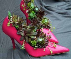 """Planters made of pink shoes, recycled crafts for backyard decorating"""