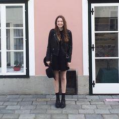 Astrid H. - pink house - fbq