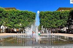Place du Nombre d'Or : jet d'eau Poséidon. Quartier d'Antigone, Montpellier