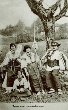 Carpathian mountings , W. Ukraine , from Iryna woman spinning French For Beautiful, Ukrainian Dress, Carpathian Mountains, Retro Photography, Draw On Photos, Belle Epoque, Vintage Pictures, Spinning, Folk Costume