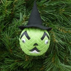 Spooky Halloween Green Witch £5.00