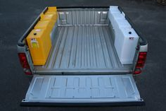 Water and diesel storage - 70 litres each - Auto - Stockage eau et diesel - 70 litres chacun - Auto - de rangement 4x4, Ford Trucks, Pickup Trucks, Truck Bed Camping, Pickup Camping, Camping Set, Truck Bed Accessories, Overland Truck, Expedition Truck
