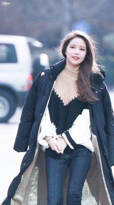 Solar Of Mamamoo Kpop Fashion, Cute Fashion, Korean Fashion, Kpop Girl Groups, Kpop Girls, Mamamoo Kpop, Solar Mamamoo, Airport Style, South Korean Girls