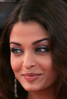 Aishwarya Rai attend the premiere for the film Lemming at Le Palais de Festival on the opening night of the International Cannes Film Festival on May 2005 in Cannes, France Aishwarya Rai Cannes, Aishwarya Rai Photo, Actress Aishwarya Rai, Aishwarya Rai Bachchan, Bollywood Actress, Worlds Beautiful Women, World Most Beautiful Woman, World's Most Beautiful, Mangalore