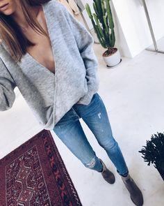 """Polubienia: 1,844, komentarze: 43 – THE ODDER SIDE (@the_odderside) na Instagramie: """"New store #mirrorcheck  Wearing SCARLETT Sweater 〰〰 Finally got it!!!! #ootd #simple #newin #brand…"""""""