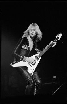 Michael Shenker with Flying V - UFO days :::: He almost replaced Joe Perry in Aerosmith, but he was too much of an asshole in those days. Music Love, Music Is Life, Rock Music, Ufo, A Farewell To Kings, El Rock And Roll, Magazin Covers, Alex Lifeson, Blues